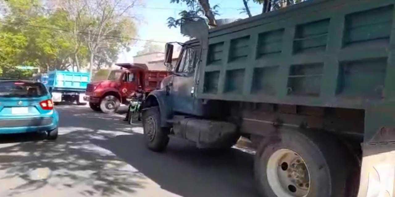 Atacan a balazos y causan daños a volteos por supuesta disputa de obra en colonia Reforma | El Imparcial de Oaxaca