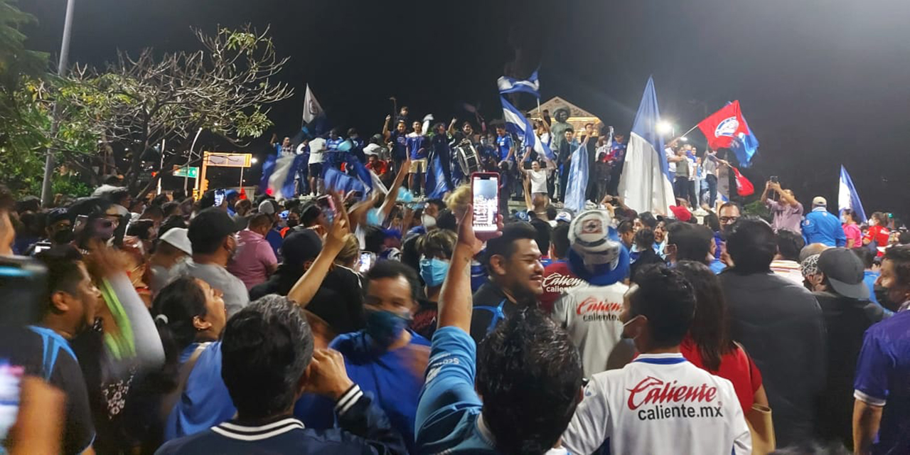 ¡Y la fiesta se pinta de Azul!   El Imparcial de Oaxaca