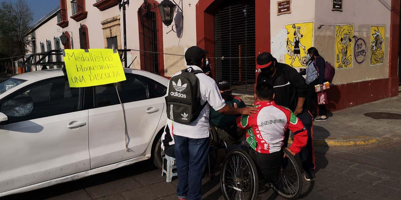 Protestan deportistas paralímpicos en la capital oaxaqueña | El Imparcial de Oaxaca