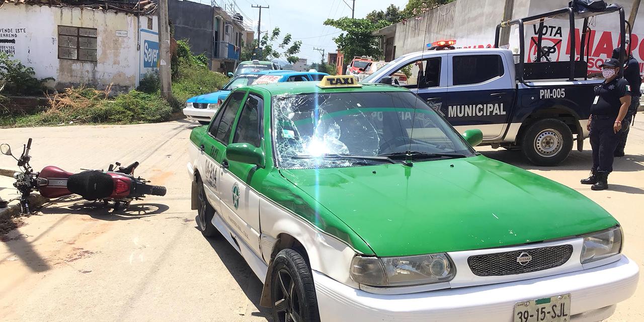 Motociclista se estampa contra parabrisas de taxi en Pinotepa   El Imparcial de Oaxaca
