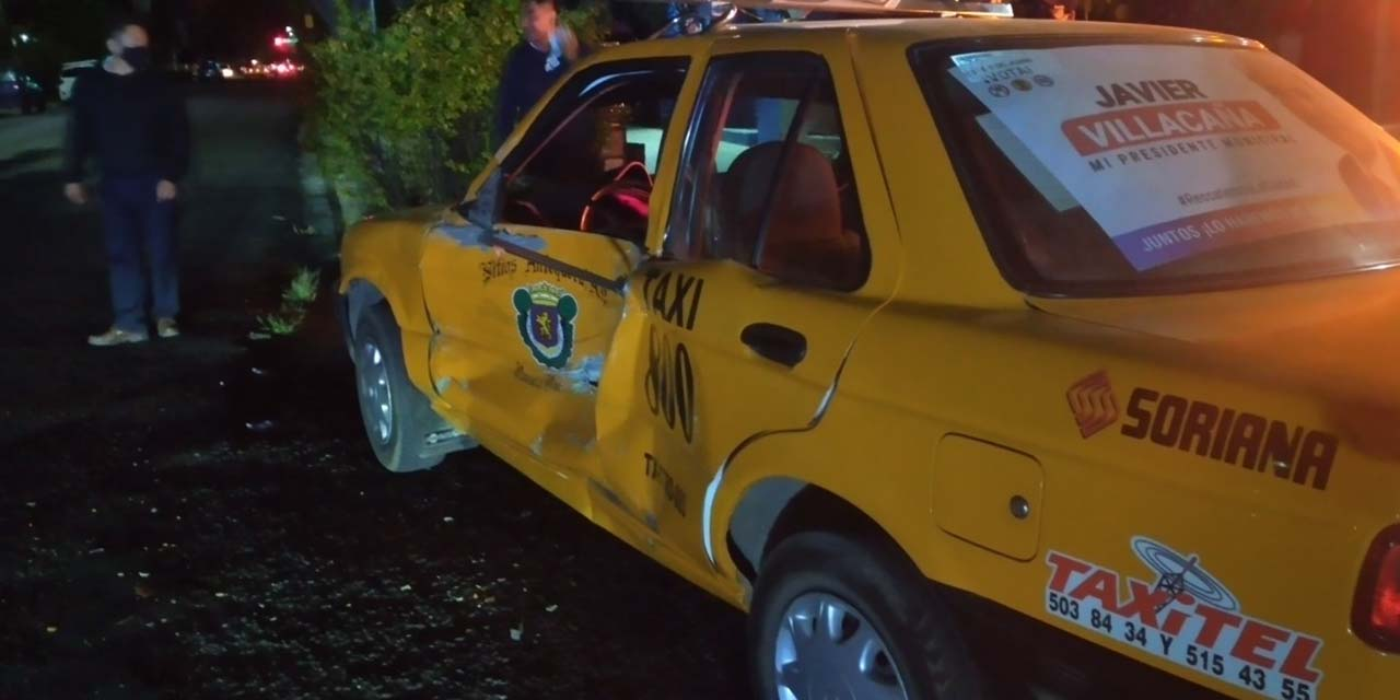 ¡Embisten brutalmente a taxi!   El Imparcial de Oaxaca