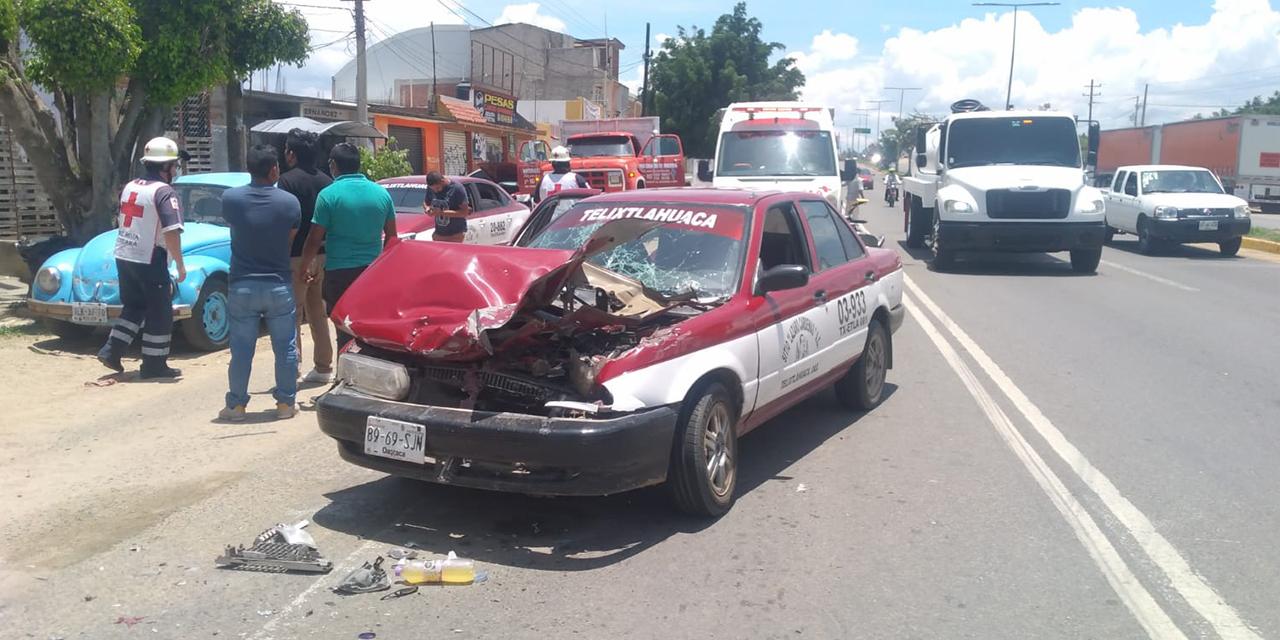 Aparatoso choque entre taxi y torton deja 6 lesionados en Hacienda Blanca | El Imparcial de Oaxaca