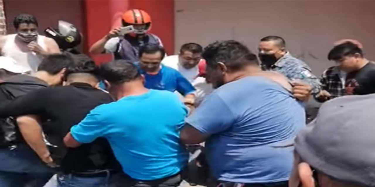 Video: Bajan de patrulla e intentan linchar a presunto asesino en Tizayuca | El Imparcial de Oaxaca