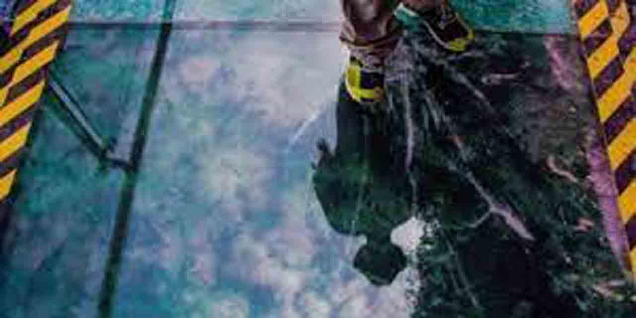 Turista se salva de milagro tras fractura de puente de cristal | El Imparcial de Oaxaca