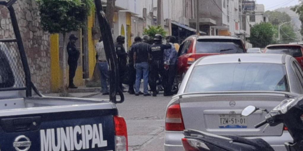 Impacta su Jeep  contra patrulla de la Policía Municipal de Huajuapan de León | El Imparcial de Oaxaca