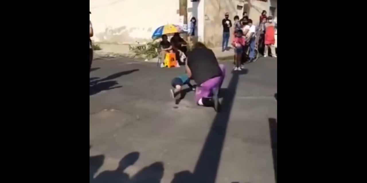 Video: Luchador 'El Vikingo' avienta a un niño contra el suelo   El Imparcial de Oaxaca