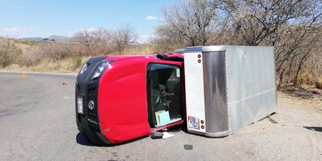 Aparatosa volcadura de camioneta en la carretera Huajuapan-Juxtlahuaca   El Imparcial de Oaxaca