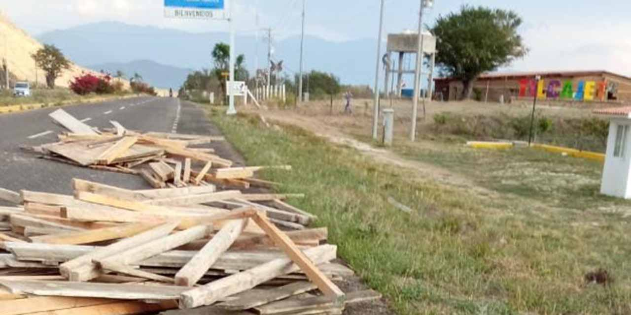 Vuelca camioneta y escapa de la zona | El Imparcial de Oaxaca