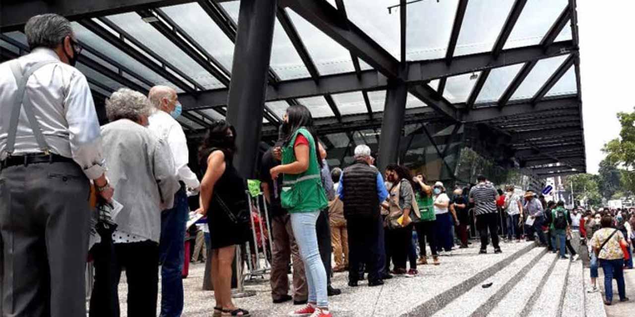 Sobrepasan el número de personas esperadas para la vacunación en el Pepsi Center   El Imparcial de Oaxaca