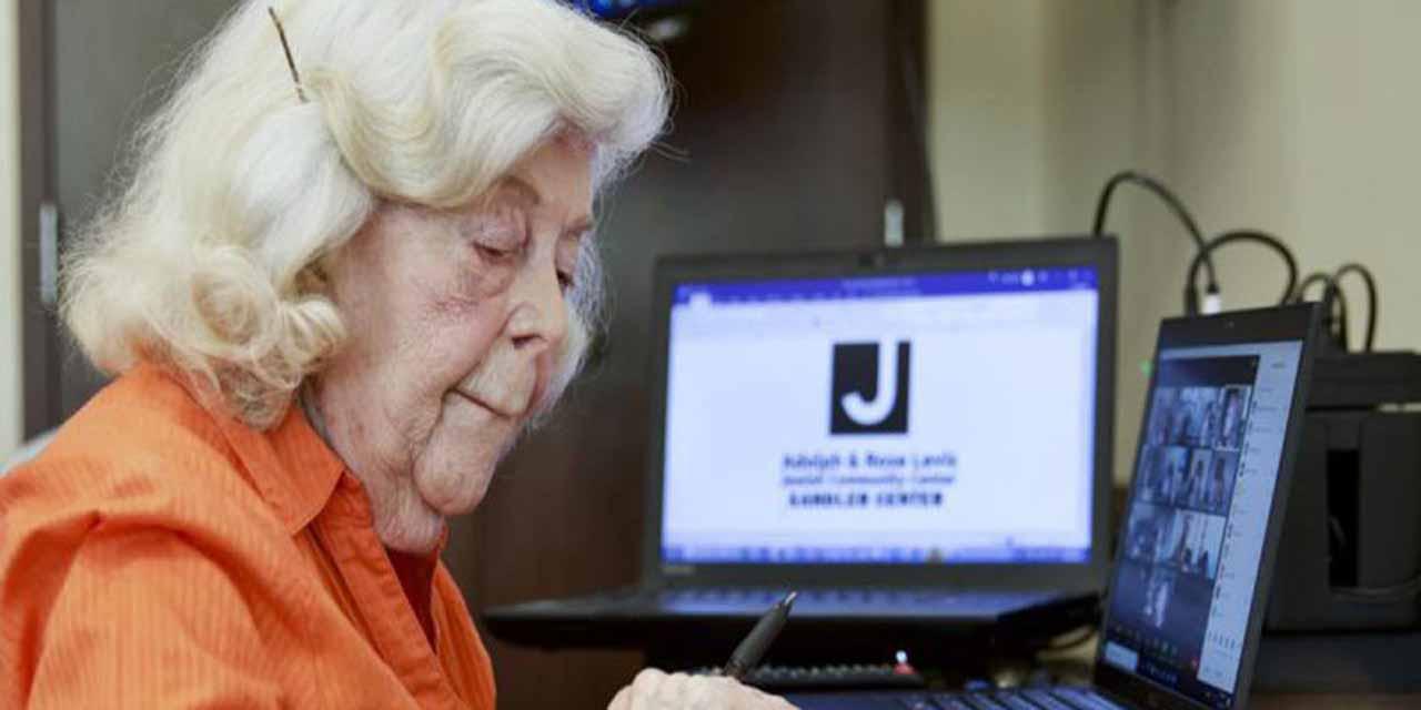 Con 98 años navega por internet y eso la mantiene activa durante pandemia | El Imparcial de Oaxaca