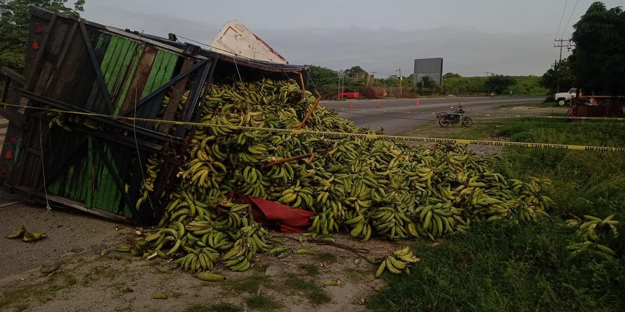 Vuelca camión de plátanos en carretera de Tapanatepec | El Imparcial de Oaxaca