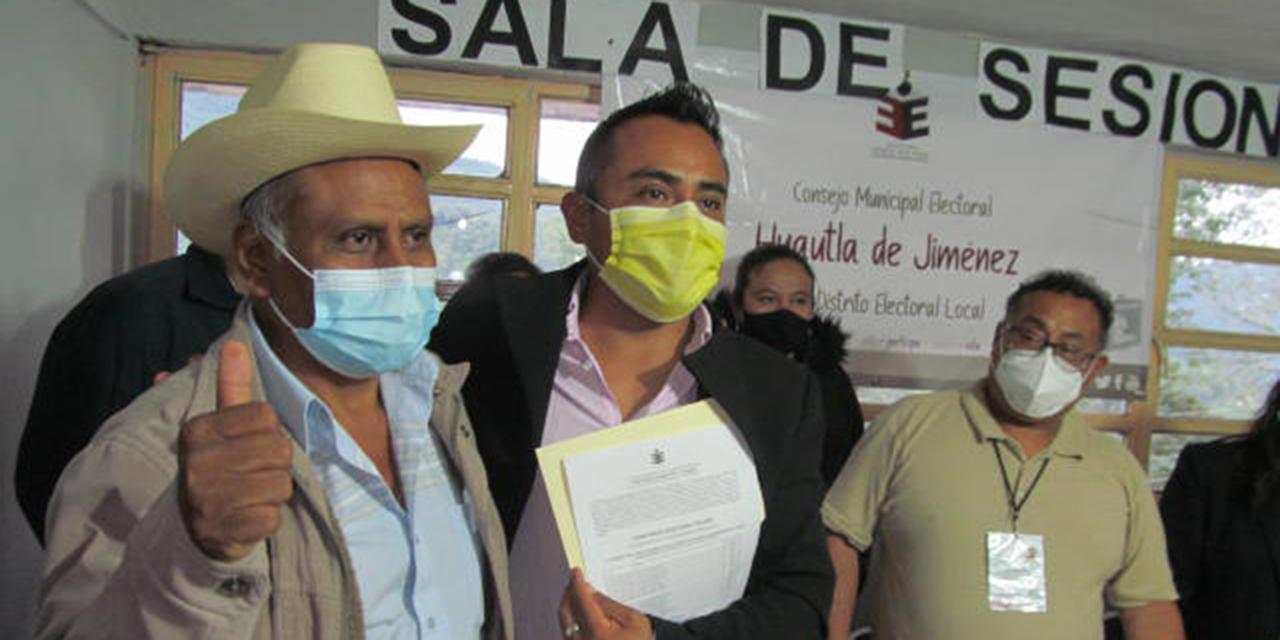 David García, edil electo de Huautla, recibe constancia de mayoría   El Imparcial de Oaxaca