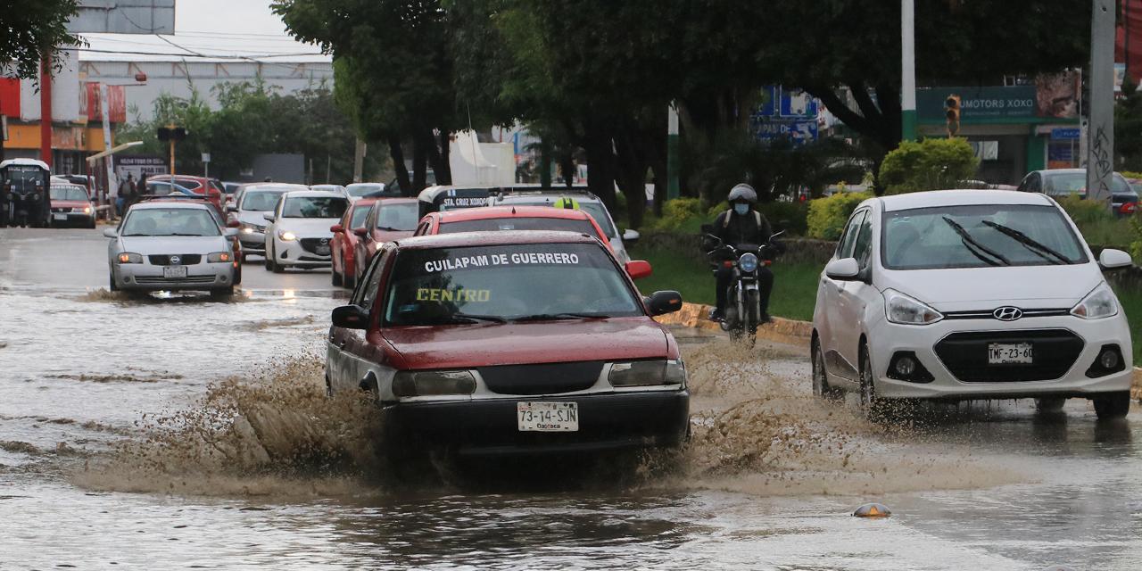Amanece la ciudad anegada y con daños en vialidades | El Imparcial de Oaxaca