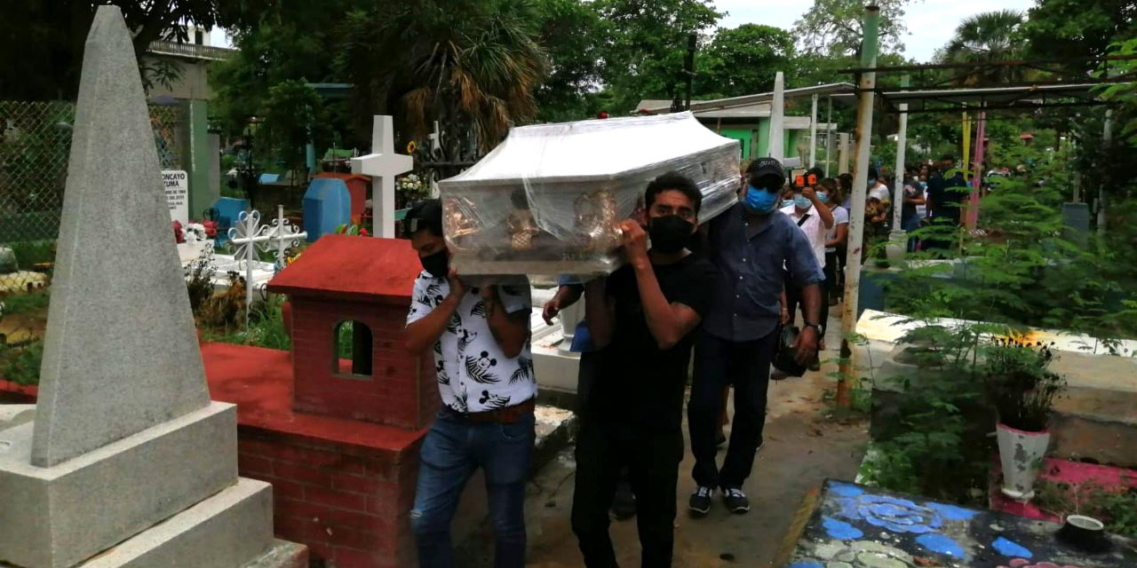Dan último adiós a joven asesinada en Salina Cruz | El Imparcial de Oaxaca