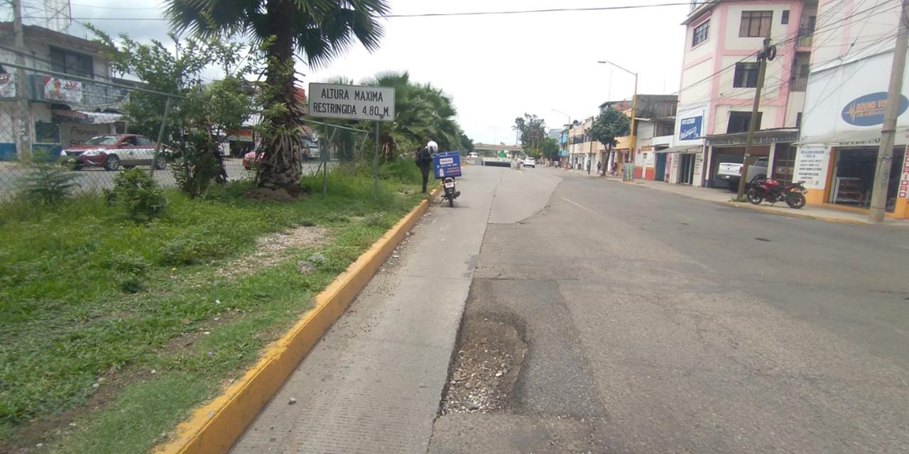 Motociclista cae en Periférico debido a las calles en mal estado   El Imparcial de Oaxaca