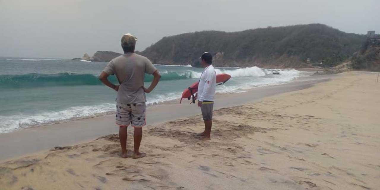 Salvavidas de Agua Blanca rescatan a joven de las olas | El Imparcial de Oaxaca