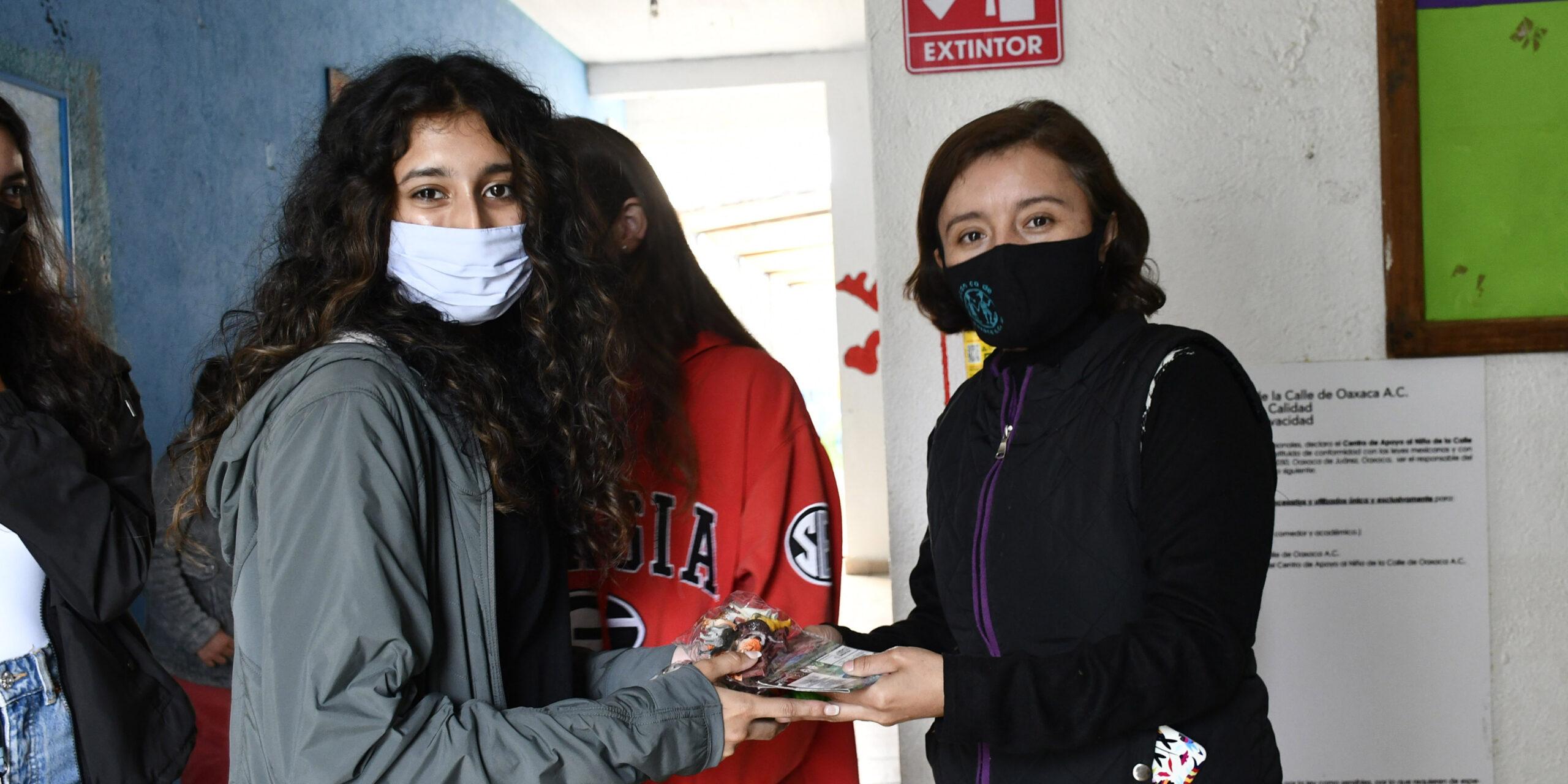 Niñas de Atlanta realizan donativo | El Imparcial de Oaxaca