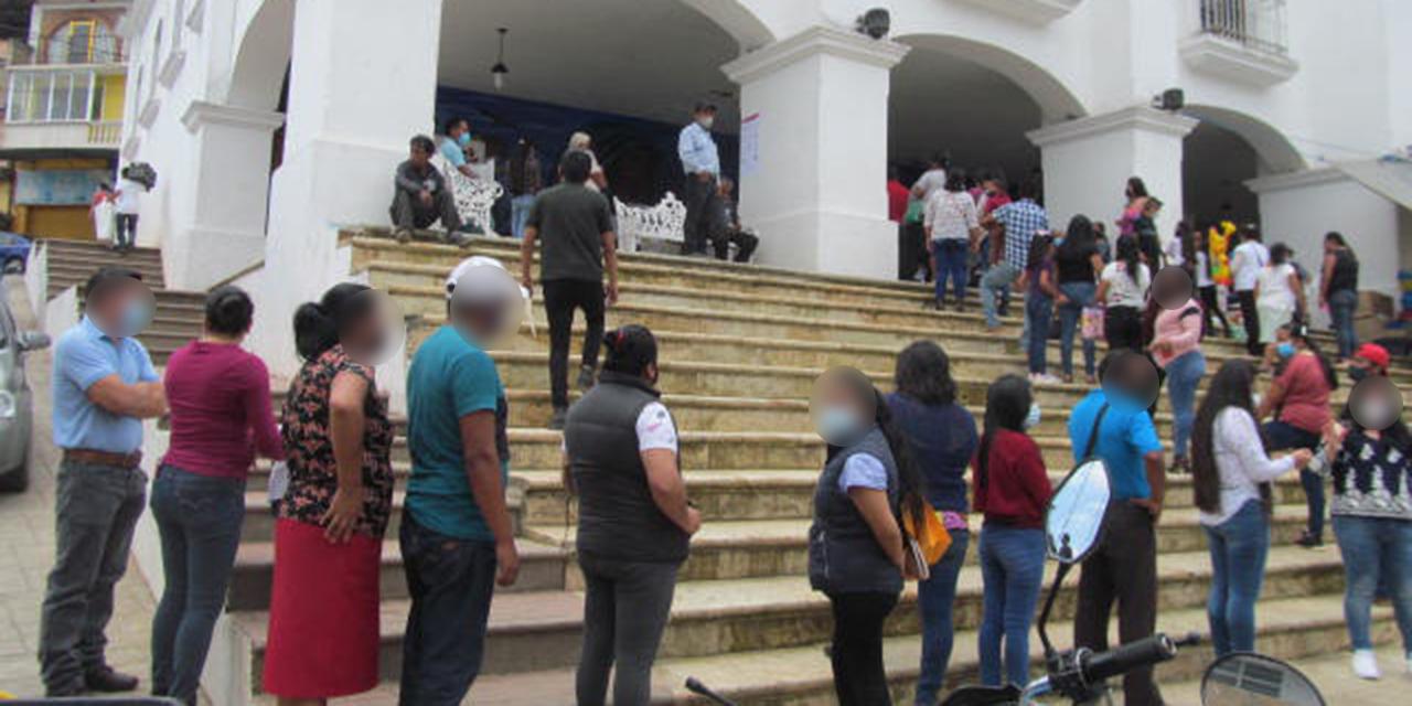 Entre retrasos y jaloneos celebran comicios en Huautla de Jiménez | El Imparcial de Oaxaca