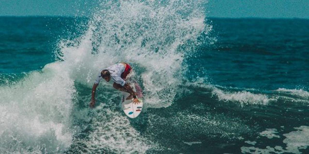 Surfistas oaxaqueños doman las olas en El Salvador | El Imparcial de Oaxaca