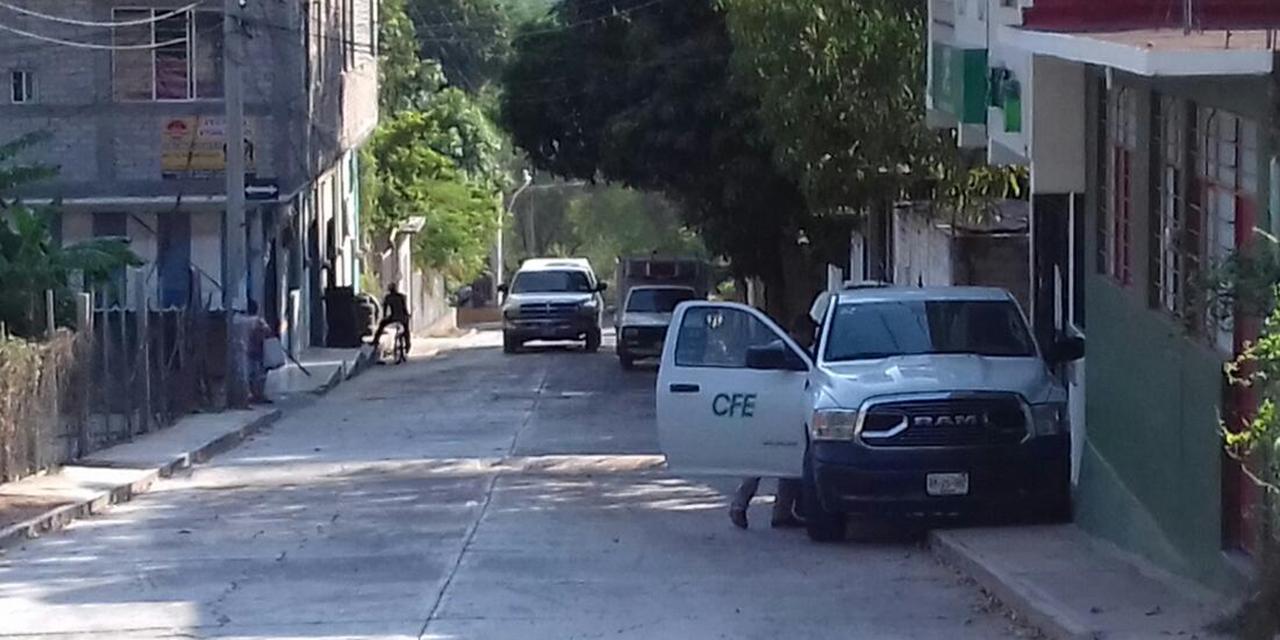 Vehículos de CFE invaden espacios públicos en Cuicatlán   El Imparcial de Oaxaca