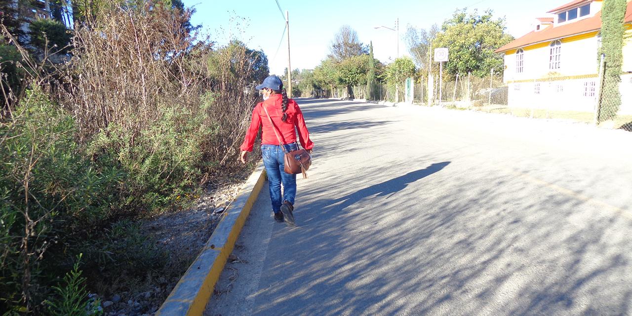 Avenida de Tlaxiaco, sin banquetas para el peatón | El Imparcial de Oaxaca