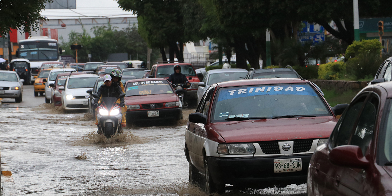 Lluvias y baches toman por asalto a la capital oaxaqueña   El Imparcial de Oaxaca