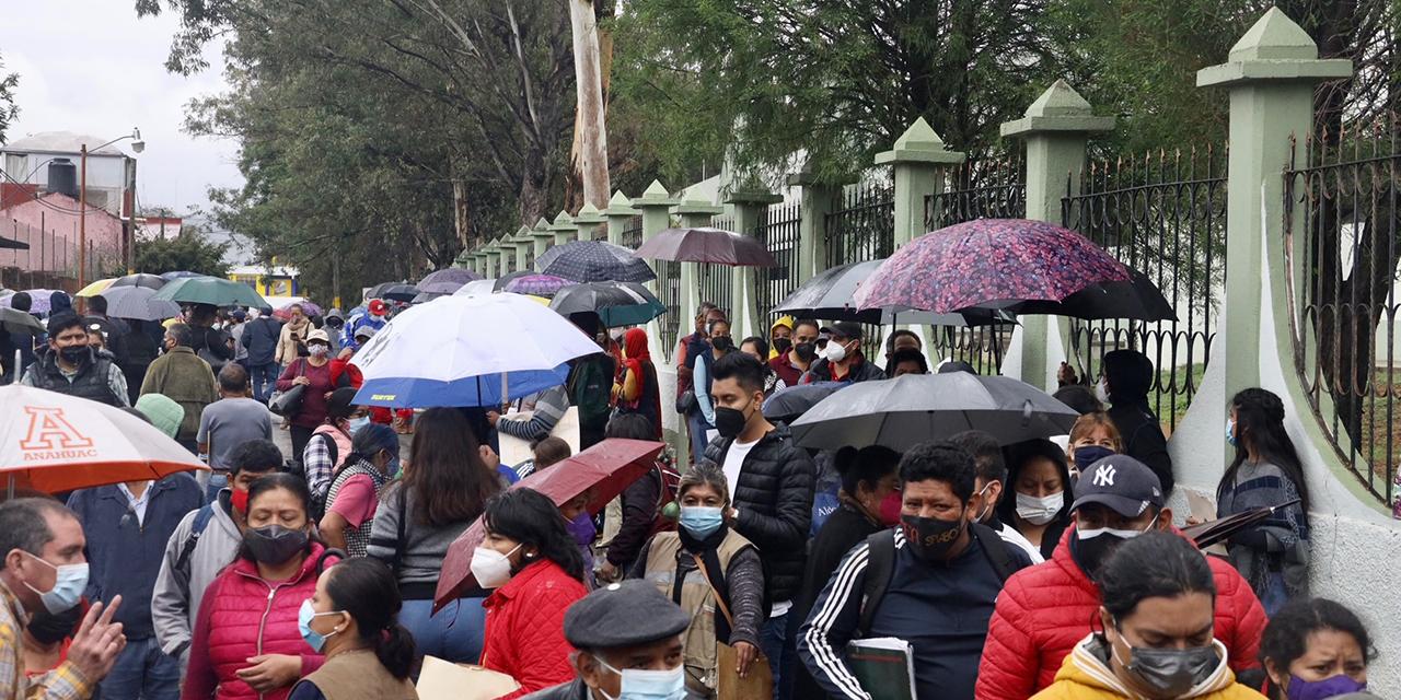 De nuevo caos y aglomeración por obtener vacuna anticovid   El Imparcial de Oaxaca