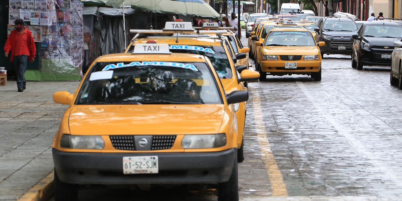 Taxistas amplían su base en Independencia; obstruyen ciclo carril   El Imparcial de Oaxaca