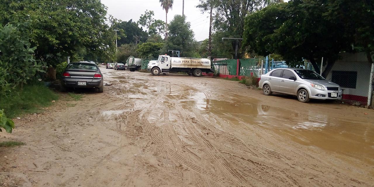Baches y aguas negras inundan Privada Margaritas | El Imparcial de Oaxaca