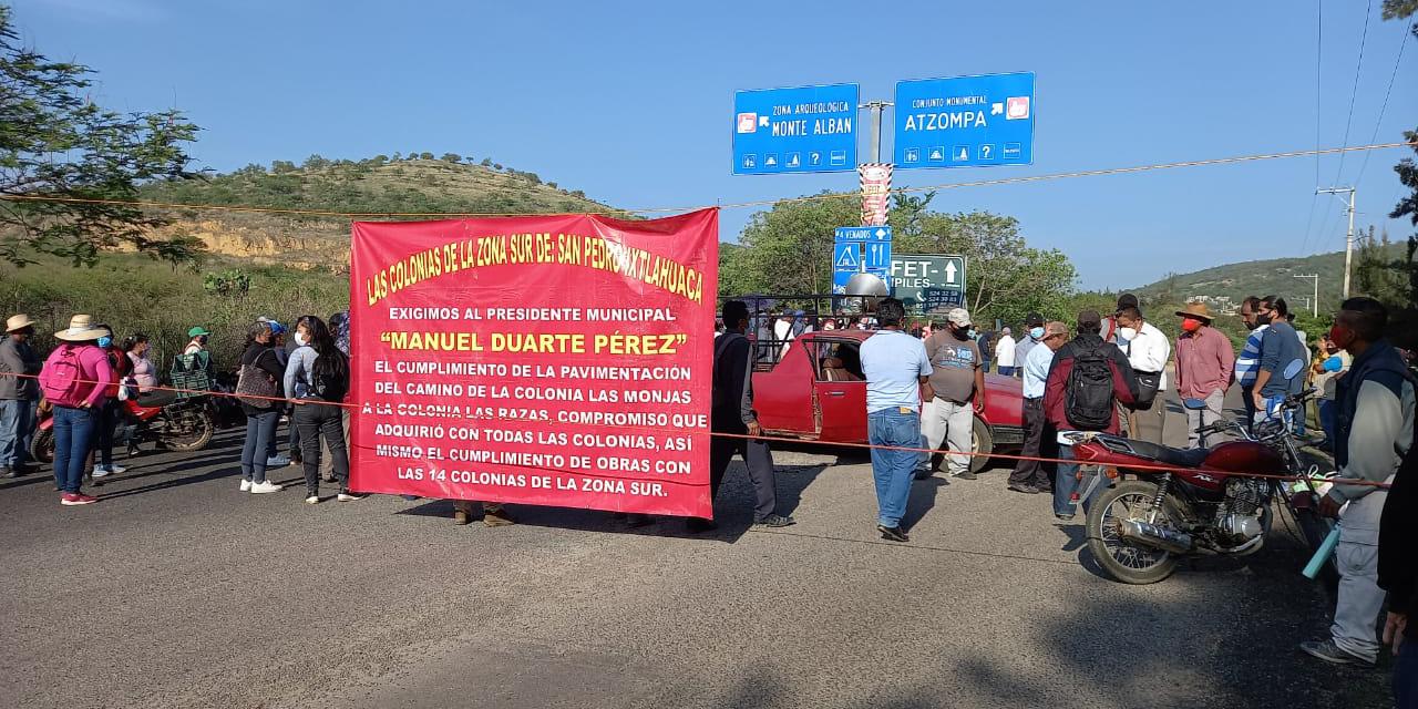 Con bloqueo carretero, vecinos de San Pedro Ixtlahuaca exigen pavimentación | El Imparcial de Oaxaca