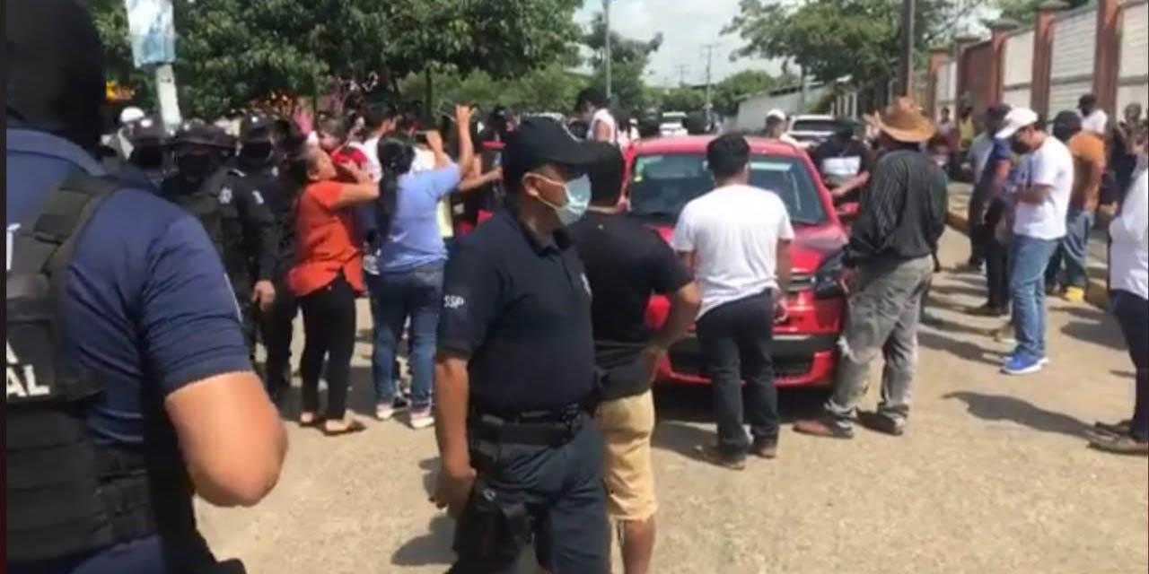 Conflicto en Tuxtepec por presunto intento de compra de votos; abren maleta con billetes | El Imparcial de Oaxaca