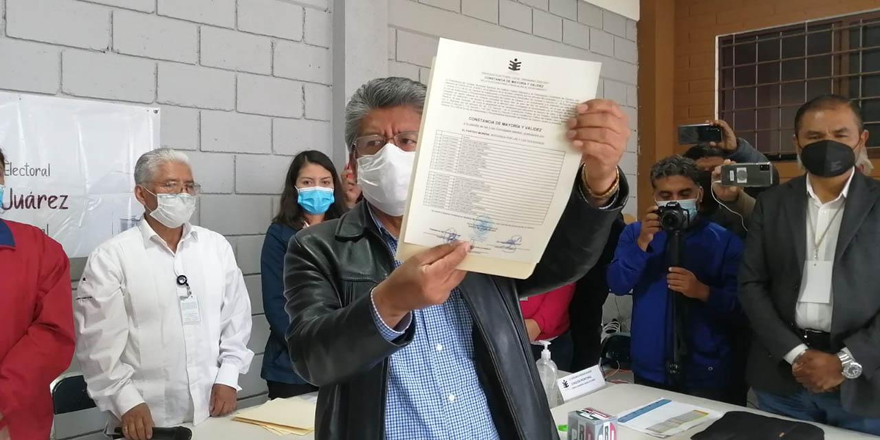 Francisco Martínez Neri recibe constancia de mayoría