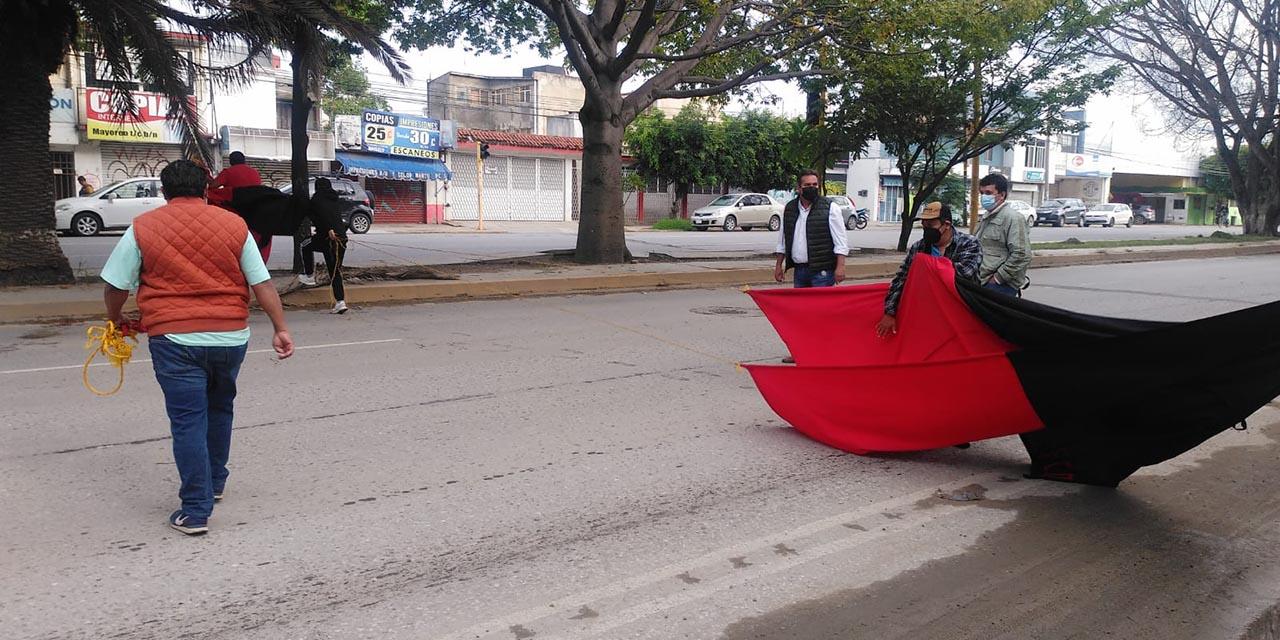 Inicia STAUO con bloqueos en su segundo día de protestas | El Imparcial de Oaxaca