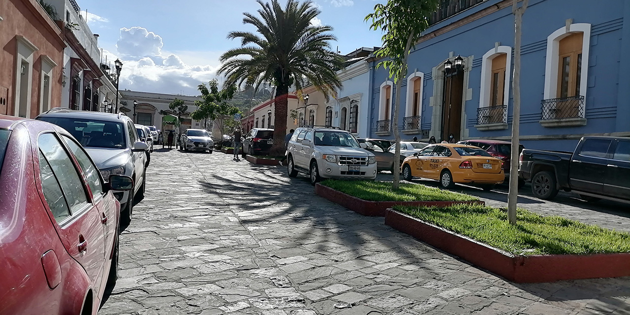 Convierten al Andador Turístico en estacionamiento público   El Imparcial de Oaxaca
