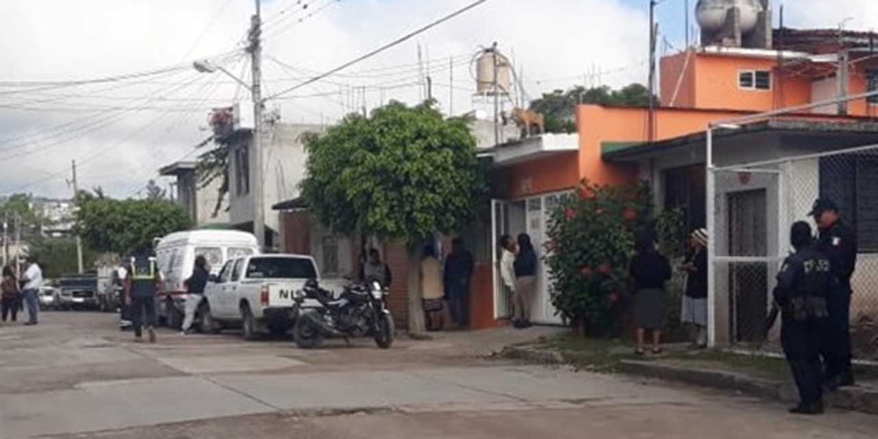 Camión choca contra un poste en Huajuapan | El Imparcial de Oaxaca