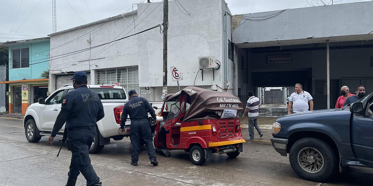 Se suscita violento choque entre mototaxi y camionetas | El Imparcial de Oaxaca