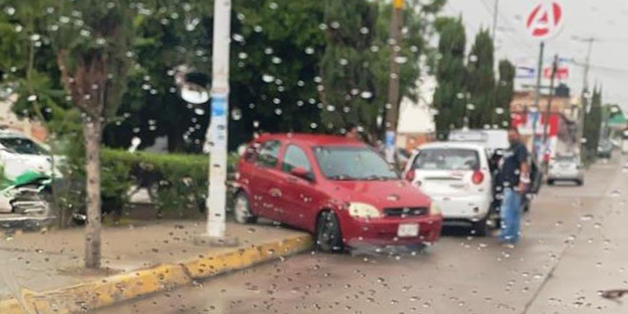 Chocan pipa y automóvil particular | El Imparcial de Oaxaca