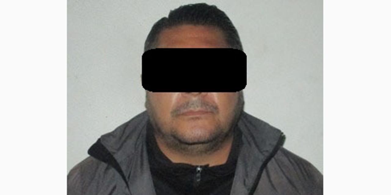 Cae por falta administrativa y tiene orden de aprehensión   El Imparcial de Oaxaca