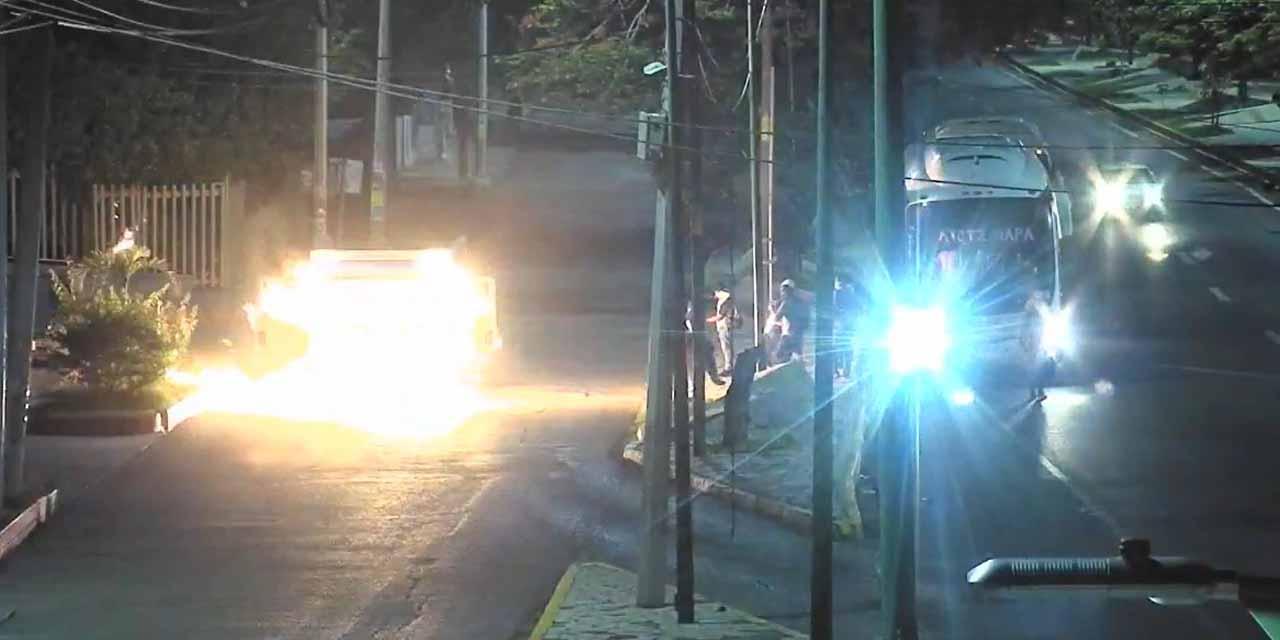 Video: Jóvenes son captados mientras incendian camión de refrescos en Chiapas   El Imparcial de Oaxaca