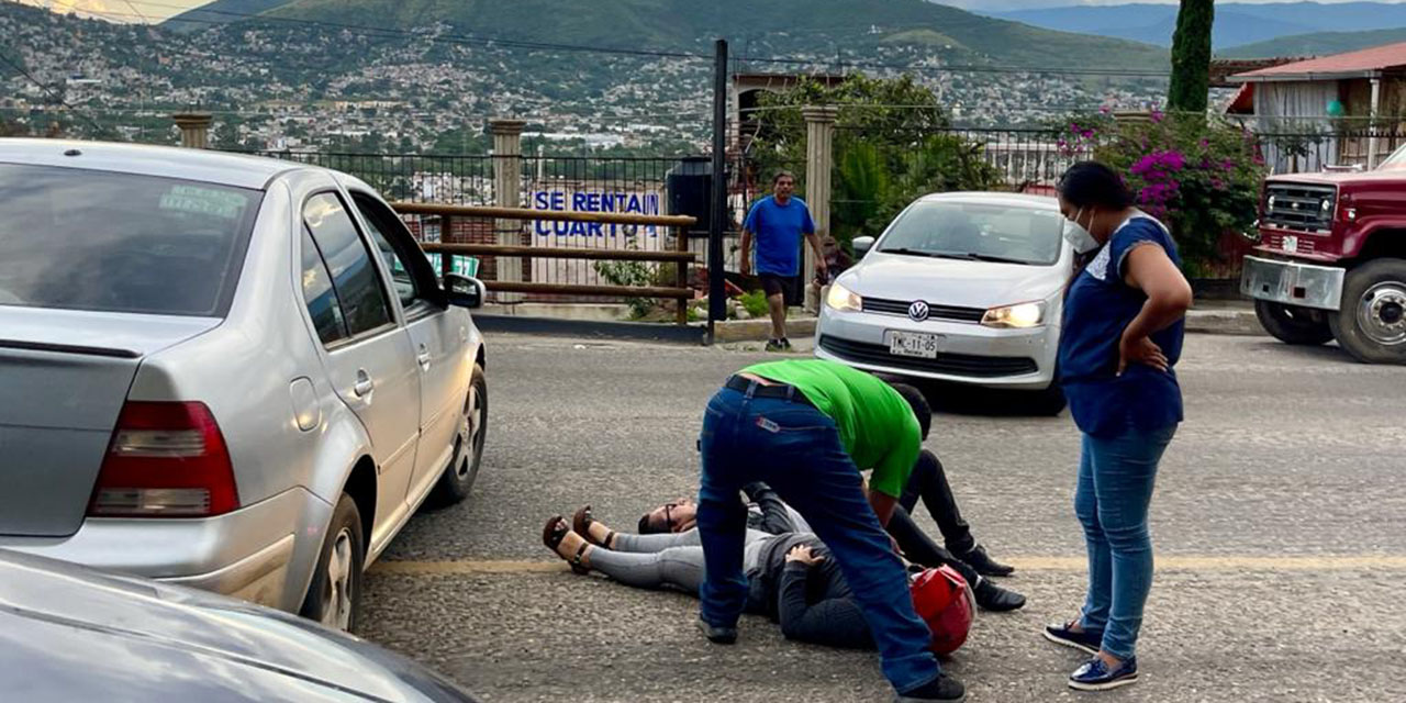 Pareja en moto choca  contra un automóvil en la Carretera 190 | El Imparcial de Oaxaca