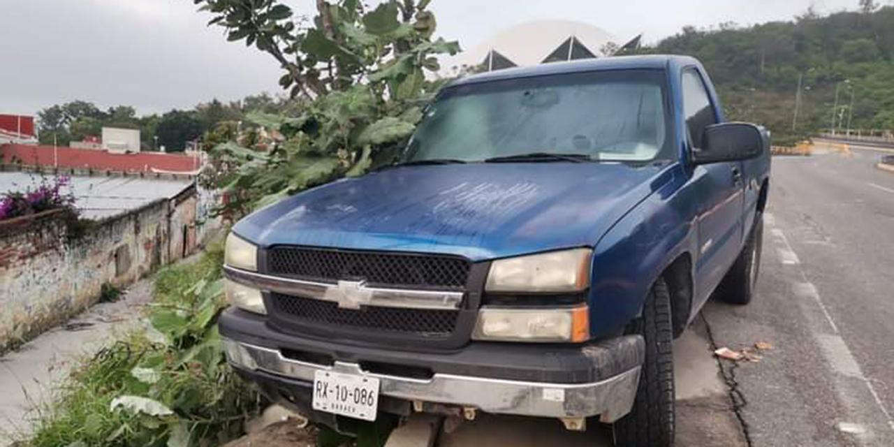 Abandonan camioneta en el cerro del Fortín | El Imparcial de Oaxaca