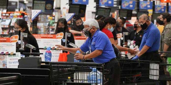 Walmart analiza el regreso de abuelitos empacadores a tiendas   El Imparcial de Oaxaca