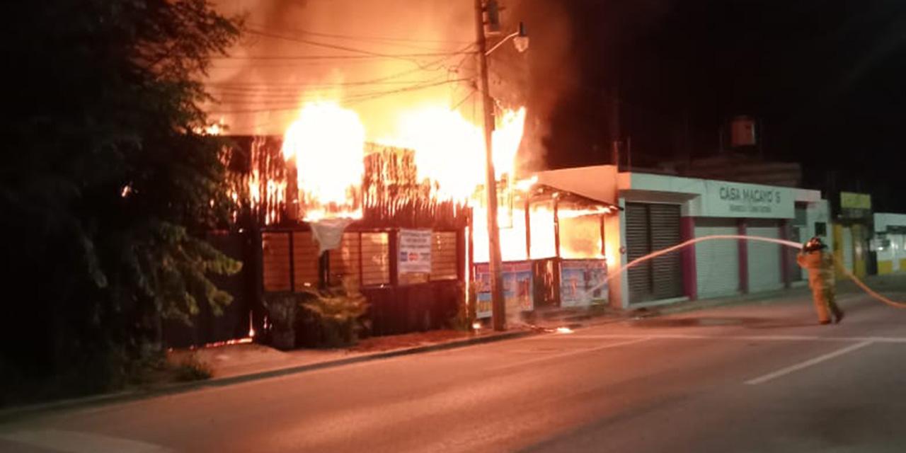 Fuego devora marisquería en San Sebastián Tutla | El Imparcial de Oaxaca