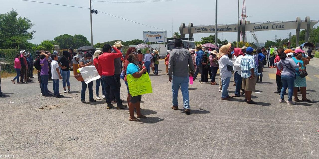 Tras disputa de tierras bloquean tramo carretero en Salina Cruz   El Imparcial de Oaxaca