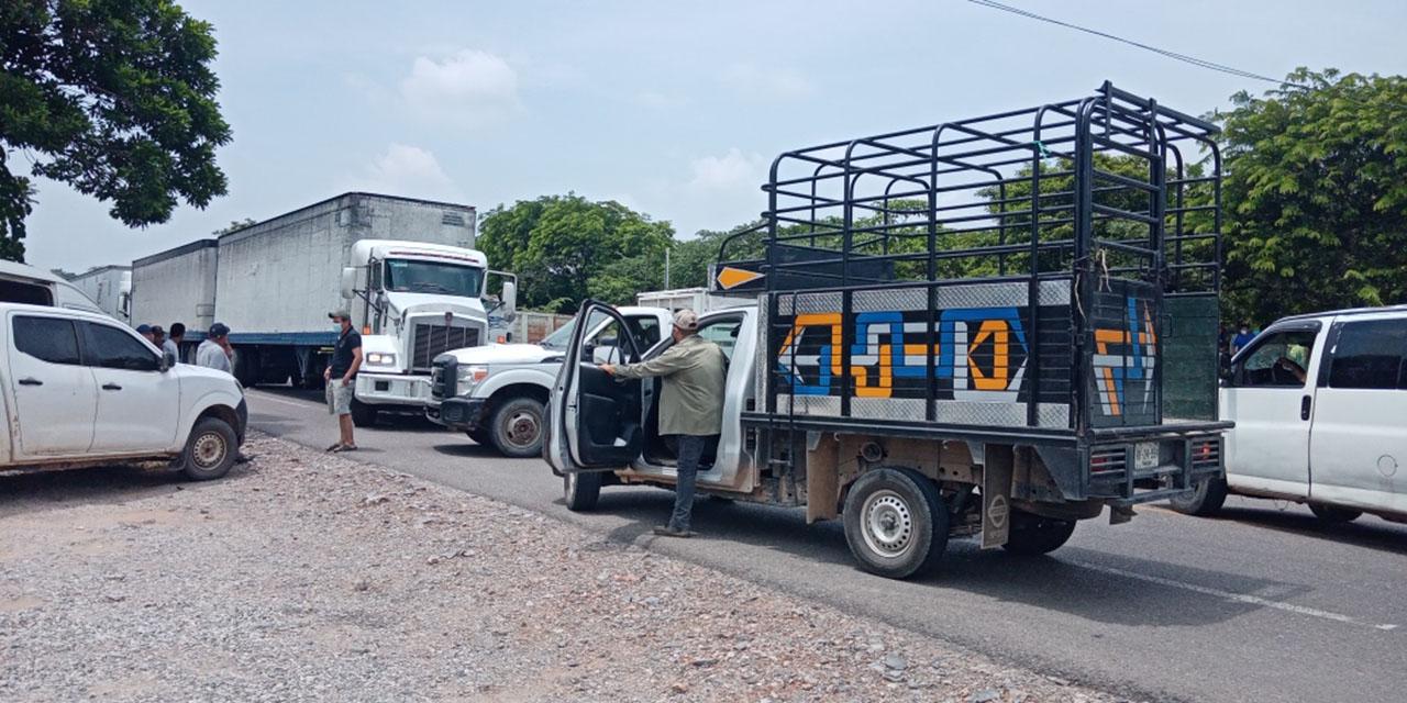 Quinto día de bloqueo carretero en Guichicovi | El Imparcial de Oaxaca