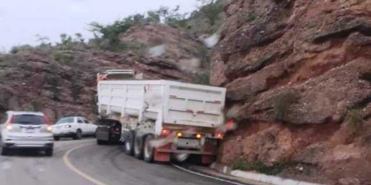 Tráiler sufre choque sobre carretera de La Mixteca   El Imparcial de Oaxaca