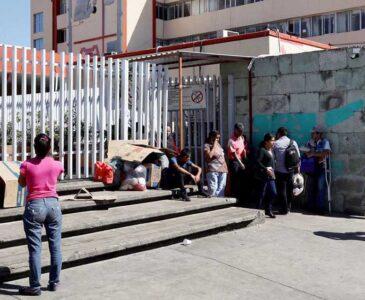 Hospitales de Oaxaca al límite; pacientes esperan más de hora y media para ser atendidos