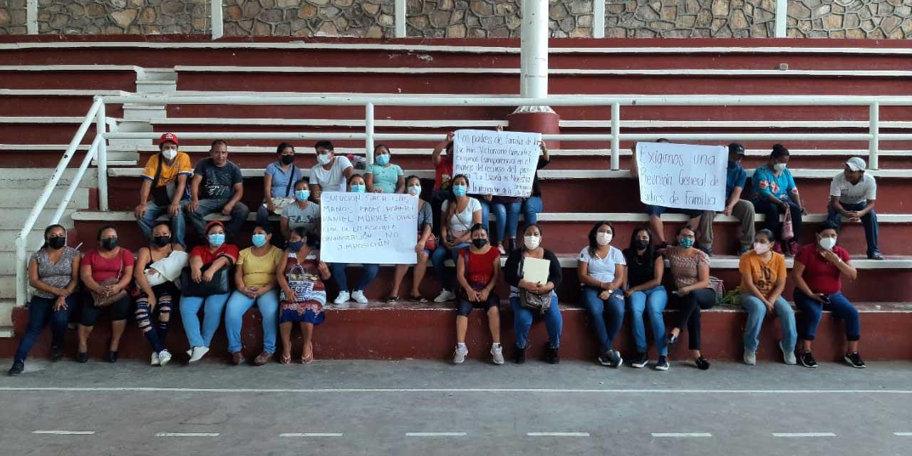 Padres de familia exigen claridad en programa La Escuela es Nuestra   El Imparcial de Oaxaca