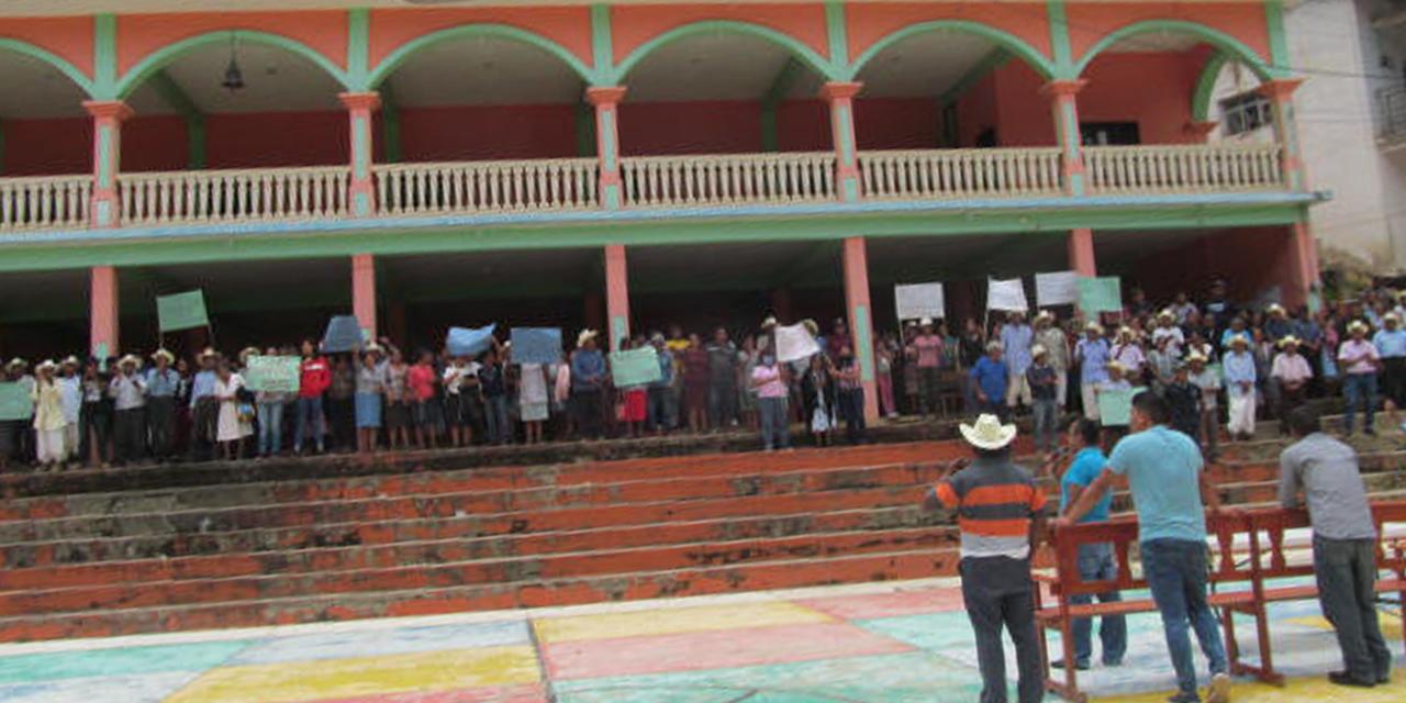 Clausuran palacio y exigen al IEEPCO elecciones urgentes en Ocopetatillo | El Imparcial de Oaxaca