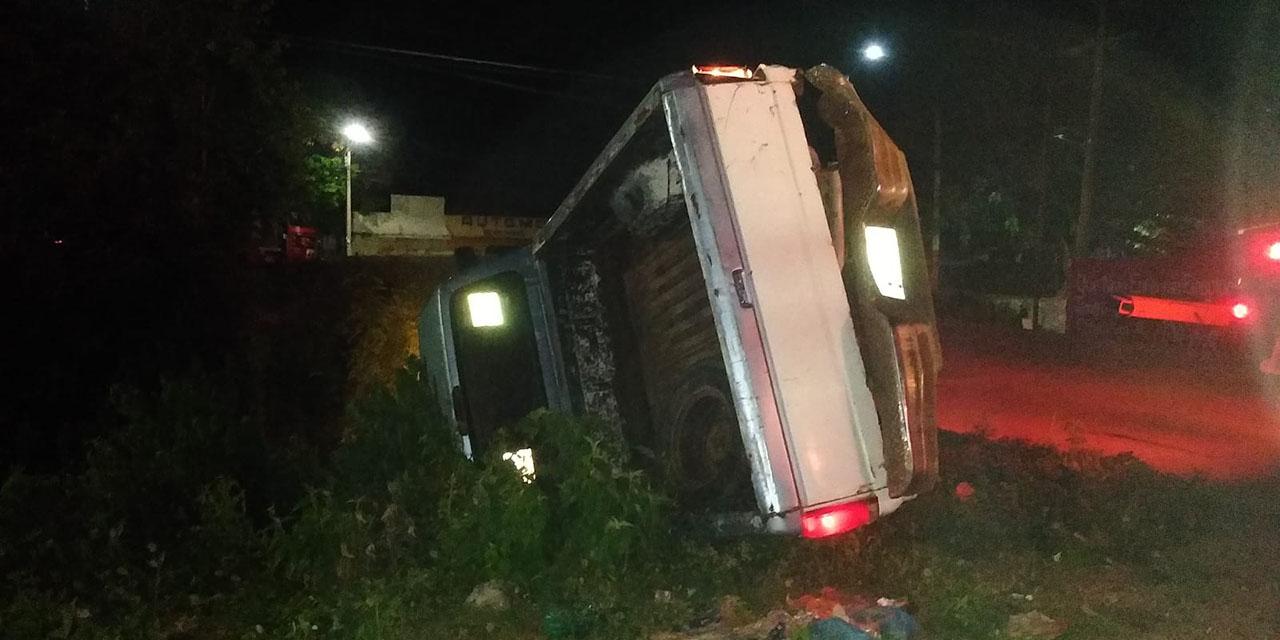 Ebrio conductor vuelca su camioneta en Tehuantepec   El Imparcial de Oaxaca